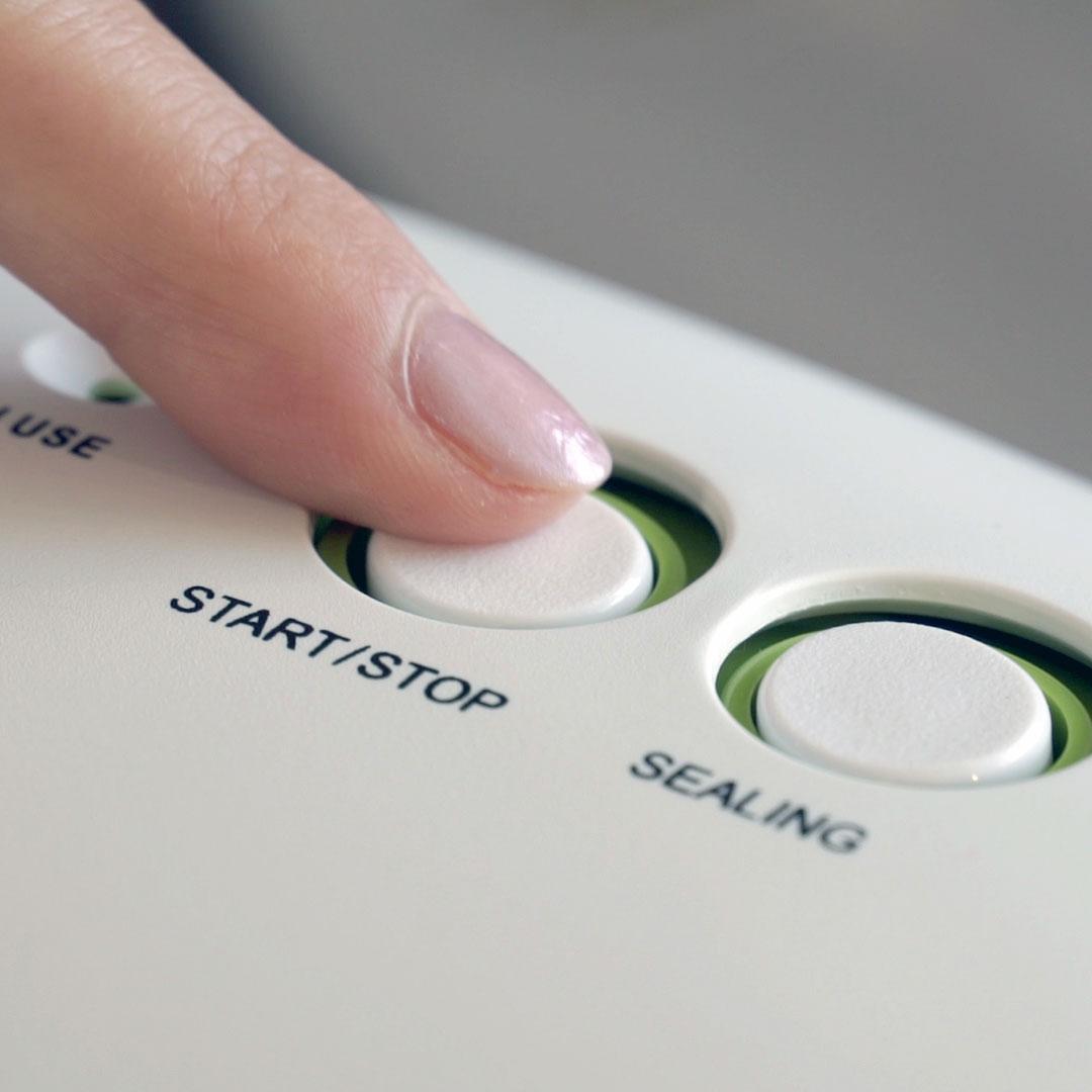 нажмите кнопку стара вакуумирования продуктов